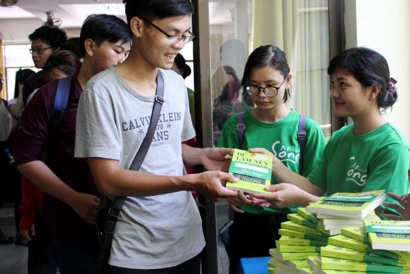 """""""Sống – Thương hiệu sách tác giả Việt của Alpha Books"""" đồng hành cùng sinh viên trong việc phát triển nghề nghiệp"""